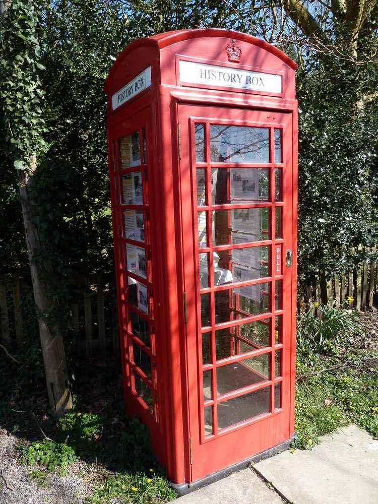 Photo reworked telephone box